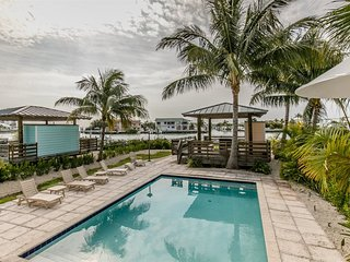 Tarpon House 3bed/4bath with pool, dock