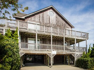 Tornquist | 855 ft from the beach | Private Pool, Hot Tub | Duck