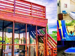 Tropical Getaway Villa, private pool, deck & BBQ, sleeps 8, 10 mins Ocho Rios
