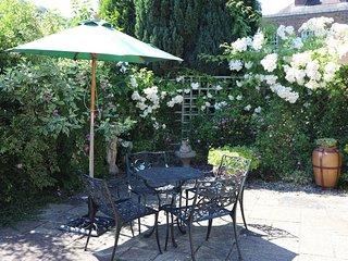 Garden Apartment - 27518