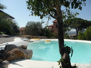 Elegant holiday suite Zibibbo at Villa Paladino Solunto: pool, view and garden