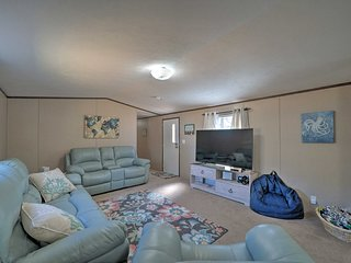 NEW! Pet-Friendly Getaway 1/2 Mi to Oak Island Beach