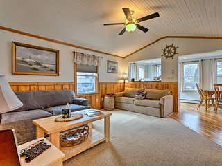 NEW! Cozy Charlestown Cottage: 1 Mi to Town Beach!