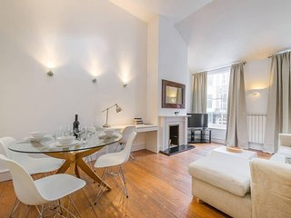 Historic triplex three bedroom house close to Regent's Park Central London (FS)