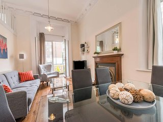 Authentic 2 bedroom apt in the heart of South kensington, Central London (GP1)