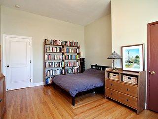 Quiet, Sunny Furnished Top Floor Studio. Low EMFs. Monthlong stay = half price.