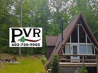 2BR Pet Friendly Chalet - AC, WiFi, Fire Pit, Walk to the Beach!
