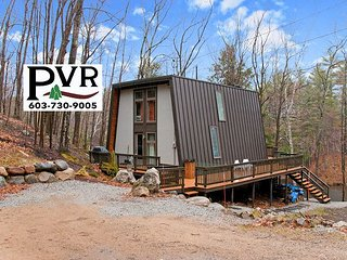 Stylish, Updated 4BR Waterfront! Cable, WiFi, Deck w/ Grill & Fire Pit!