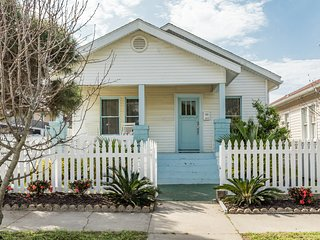 Adorable home w/ a furnished patio - walk to restaurants, beaches, & fun!