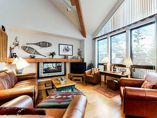 Beautiful & spacious home w/ a private hot tub - plus ski & mountain views!