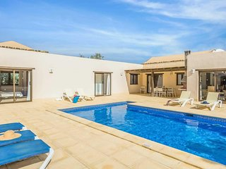 Peaceful 4 Bed villa w/heated pool & table tennis