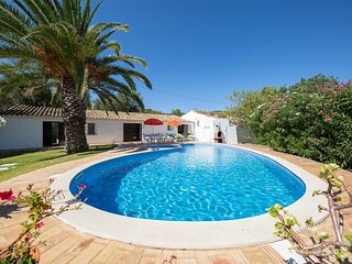 2 bed villa 5 minutes from bars and restaurants