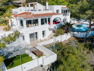 Villa de 5 dormitorios, piscina, vistas espectaculares, zona tranquila