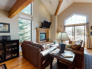 Downtown home w/ a private hot tub & decks w/ breathtaking ski resort views!