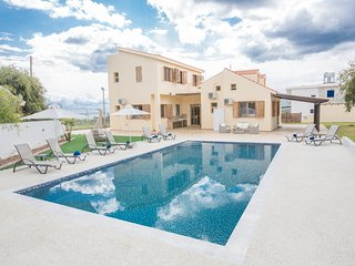 Krasas Private Villa, 6 bedroom with pool and sea Views. Amazing Gardens