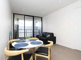 A Modern & Comfy 2BR with Stunning Rooftop Views
