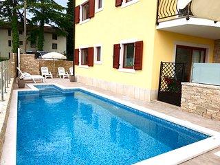 Appartamento1 piscina Umag-Savudrija, lavastoviglie Wi-Fi, parcheggio barbecue