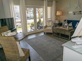 1BR/1BA Beautifully Decorated Condo!  Just across the street from the beach!