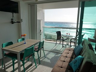 Cancun CLUB ZONE 1 bedroom SEAVIEW apartment in resort with 2 pools & beach