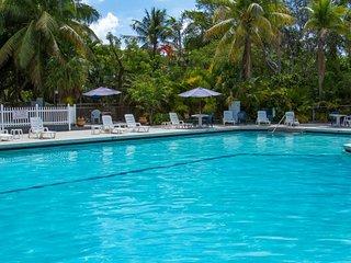Ultimate Florida Keys Escape! Elegant Unit for 4 Guests, Pool, Parking, Marina
