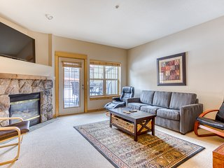 Beautifully updated Mt. Hood condo w/shared pool/hot tub & easy access to skiing