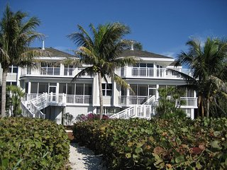 Luxury Beachside Townhome w/Panoramic Views - OFFICIAL RESORT LISTING