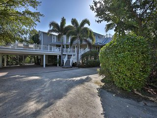 Wrap-Around Deck, Bay Views, Private Pool & Hot Tub - OFFICIAL RESORT LISTING