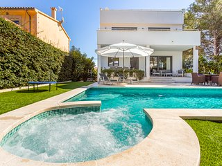 Villa The Tower next to the beach and fancy Port Adriano in Mallorca