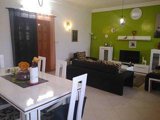 appartement meuble tout confort avec 3 chambres a coucher avec couloir + 1 salon