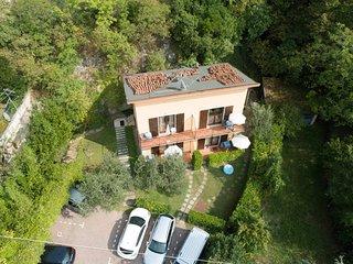 Villa Girasole B&B Monolocale Studio con balcone vista lago vicino alla spiaggia
