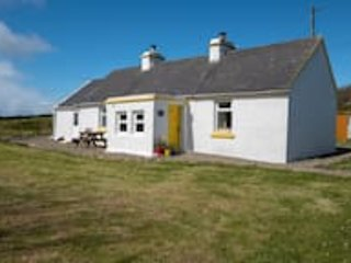 The Yellow Cottage, Doolin (Stay & Spend Registered), holiday rental in The Burren