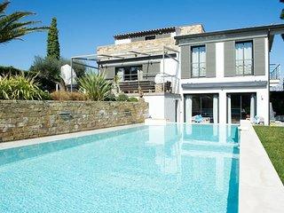 Moderne Villa - 5 Schlafzimmer, schoner Pool, ruhige Lage