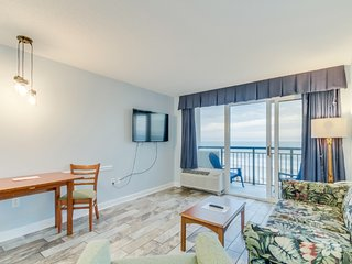 Oceanview Condo at Boardwalk Resort minutes walk to the beach