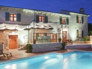 Villa 800 m to the beach, 6-8 people, private pool, garden, BBQ