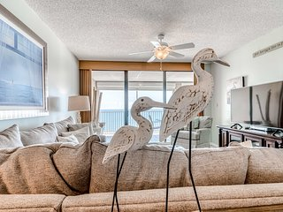 Inviting Gulf front condo w/shared hot tub, tennis, basketball, & pool!