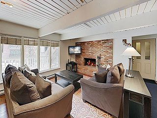 Newly Renovated 2BR w/ Hot Tub - Excellent Downtown Aspen Location!