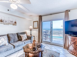 Gulf-front condo w/ private balcony, great view & pool/hot tub/sundeck!