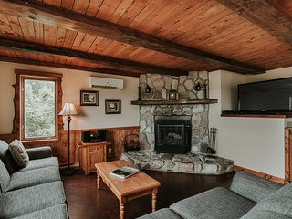 Large Windows with Panoramic Views | Cross-Country Ski Trails (230984)
