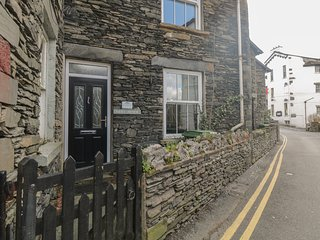 LITTLE BROOK COTTAGE, traditional lakeland cottage, Bowness on Windermere