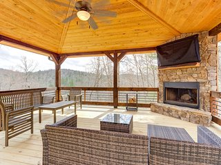 NEW LISTING! Gorgeous home w/ a wraparound deck, private hot tub, & full bar