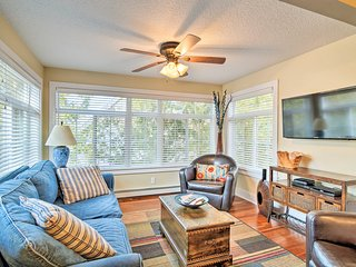 Downtown Charlevoix House 1/2 Mile to Lake Michigan!