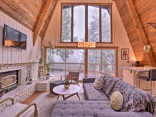 NEW! Cozy Cabin - 4 Mi to Lake Arrowhead Village!