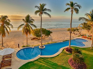 LUXURY BEACHFRONT • 185 5-star REVIEWS • CHEF & Maid • Premier Club • GOLF • Fun