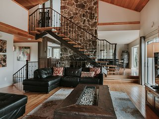Large Chalet with Private Indoor Pool and Private Hot Tub (230982)