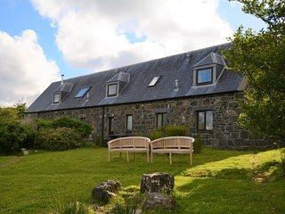 Diubaig House - tranquil, loch view, Isle of Skye