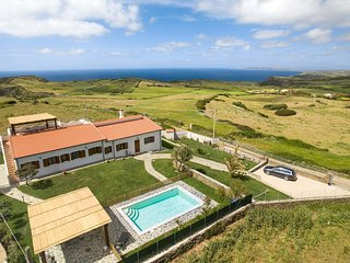 Stunning recently refurbished villa w/sea views