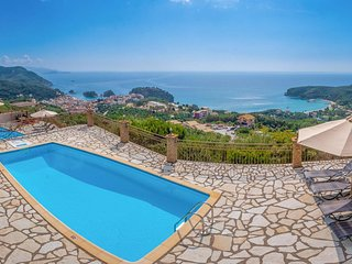 Fabulous sea views w/ pool & BBQ.