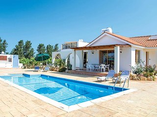 Traditional style villa with pool close to town
