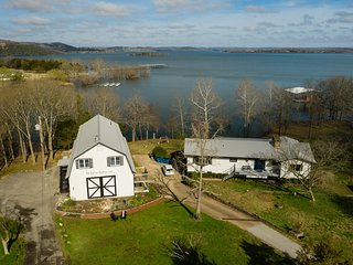 Red Bud Cove Lakefront Farm House on Table Rock Lake