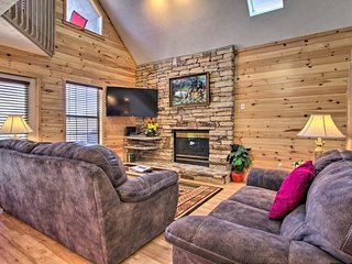 Ideally Located Home w/ Hot Tub in Pigeon Forge!